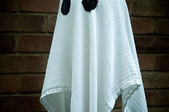 Floating Ghosts DIY Craft for Halloween