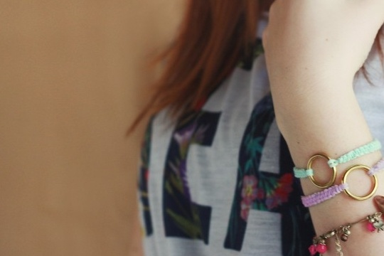 Diy: colorful woven bracelets