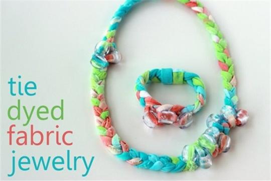 Tutorial: tie dyed fabric jewelry