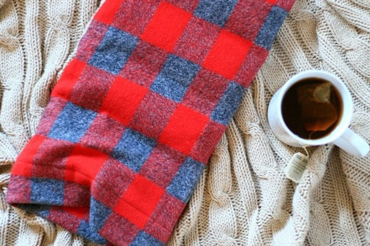 Easy heat up rice bag and flannel case tutorial! Great DIY gift