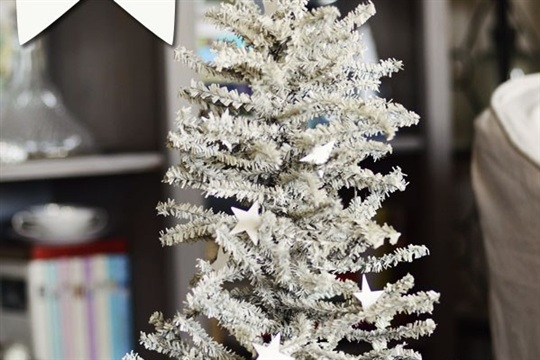 How to Spray Paint your own White Christmas Tree Celebrating everyday life with Jennifer Carroll