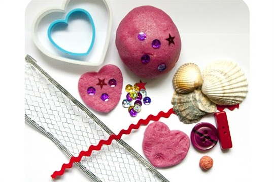 Valentine's Playdough simple play invitation