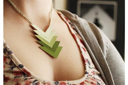 Liz Makes Liz makes a paint chip necklace