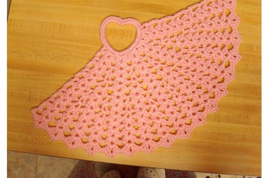 ~ Dly's Hooks and Yarns ~ ~ Valentine table mat ~