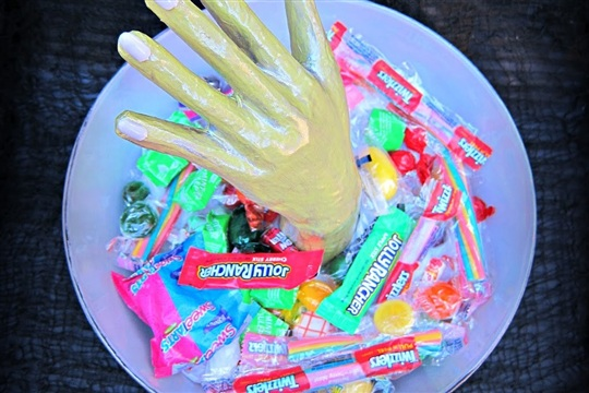 Make a Creepy Candy Bowl for Halloween