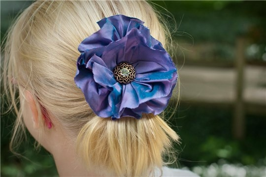 How to make a simple gathered fabric flower