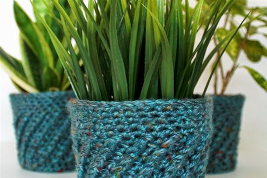 Couch Craft Spiral Crochet Planter Cover (with Pattern!)
