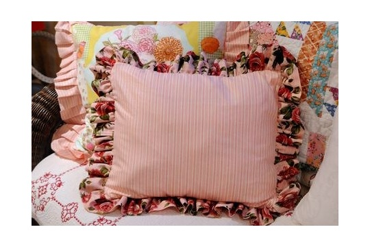 Home and Garden A Beautiful Ruffled Pillow You Can Make!