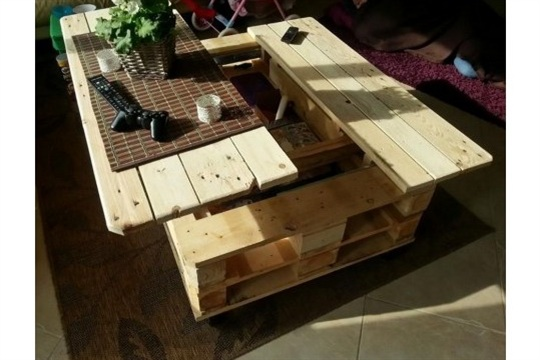 DIY Pallet Lift Top Coffee Table