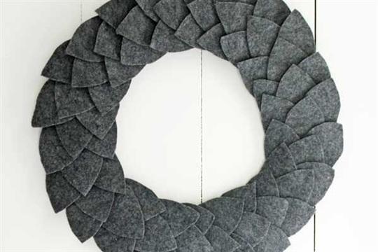 Simple DIY felt leaf wreath