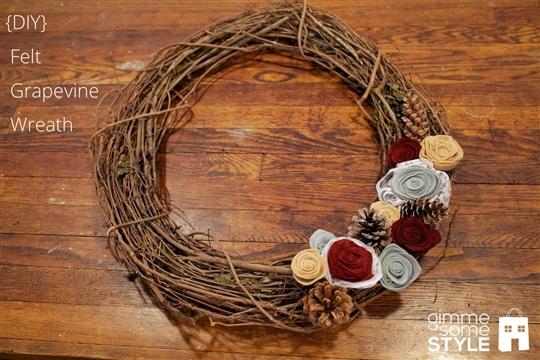 {DIY} Felt Grapevine Wreath